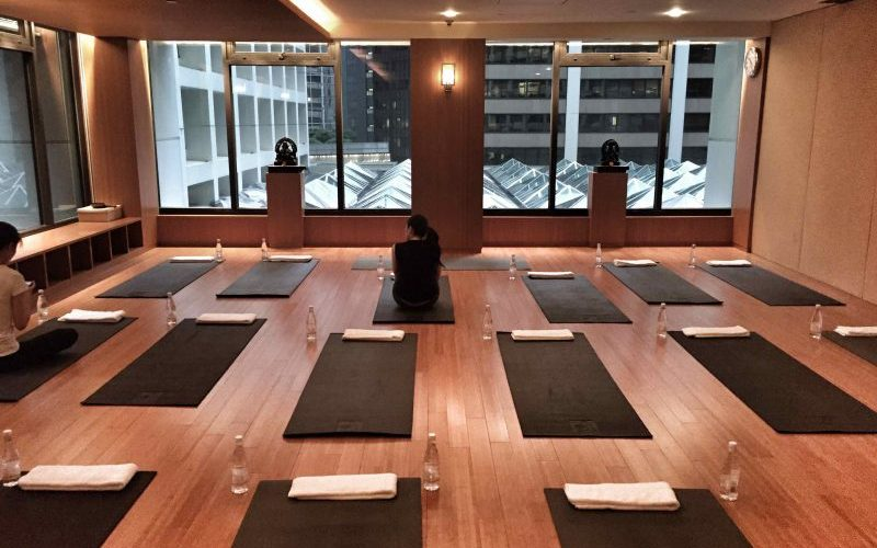 yoga-at-landmark-mandarin-oriental-destination-deluxe