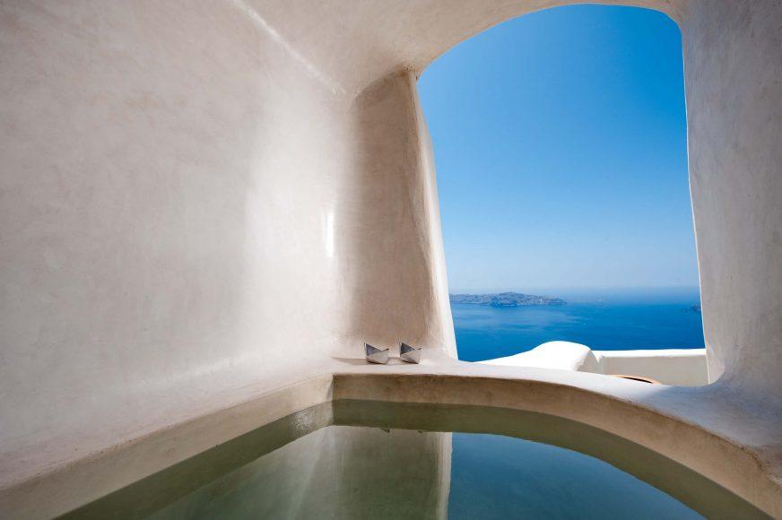 Kapari Natural Resort Santorini Jacuzzi - Destination Deluxe