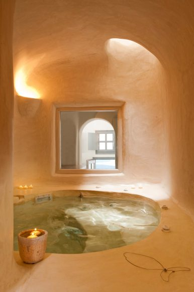 Kapari Natural Resort Santorini Spa Jacuzzi - Destination Deluxe