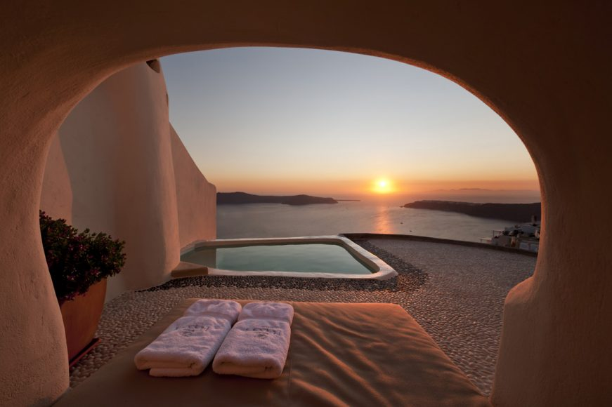Kapari Natural Resort Santorini Sunset Jucuzzi - Destination Deluxe
