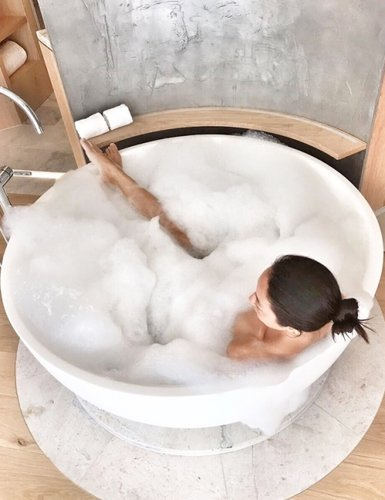 Vivienne Tang 7132 Hotel Switzerland - Destination Deluxe