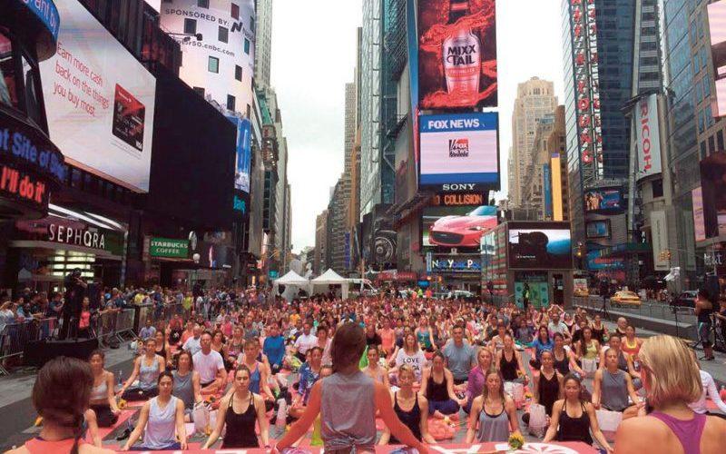 Lauren Imparato Yoga Times Square New York - Destination Deluxe
