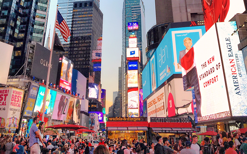 New York Travel Guide Times Square - Destination Deluxe