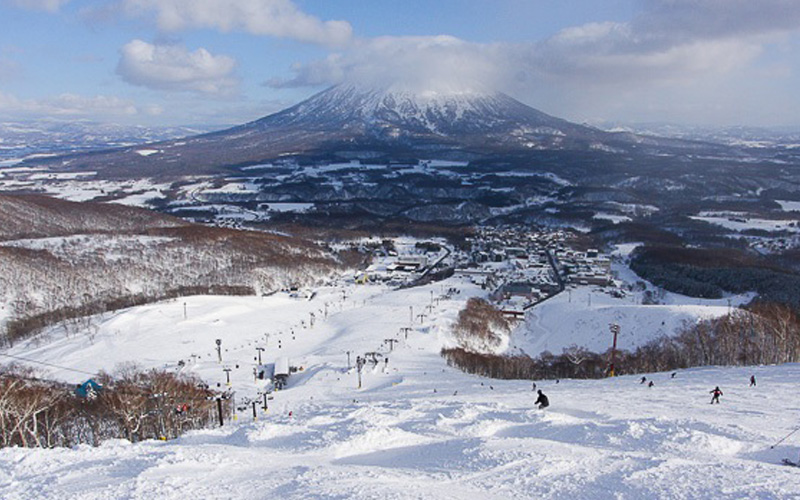 Niseko Skiing - Destination Deluxe