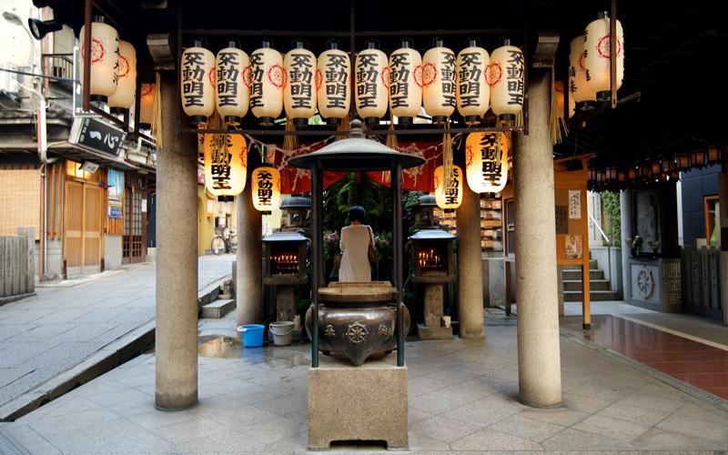 Hozenji Temple Osaka - Destination Deluxe