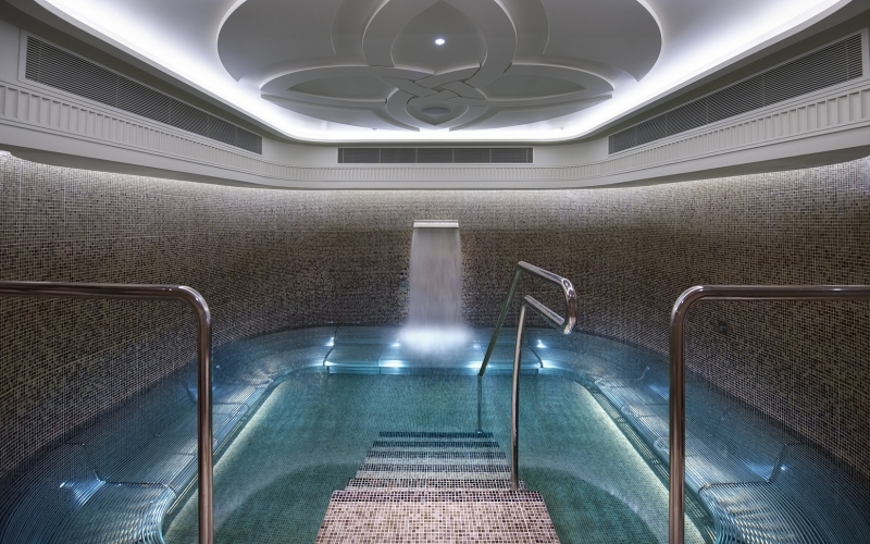 Crown Towers Melbourne Spa Pool - Destination Deluxe