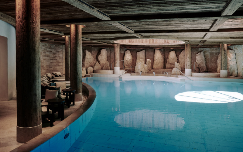 Alpina Gstaad_Pool - Destination Deluxe