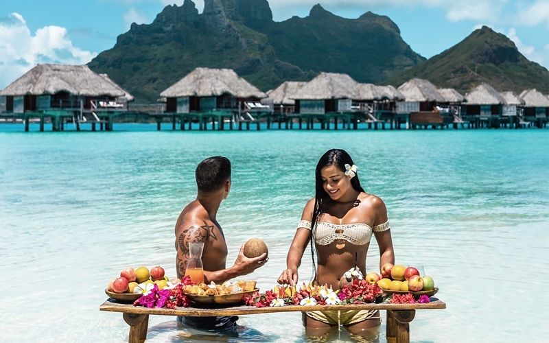 Travel Couple Instagram - Destination Deluxe