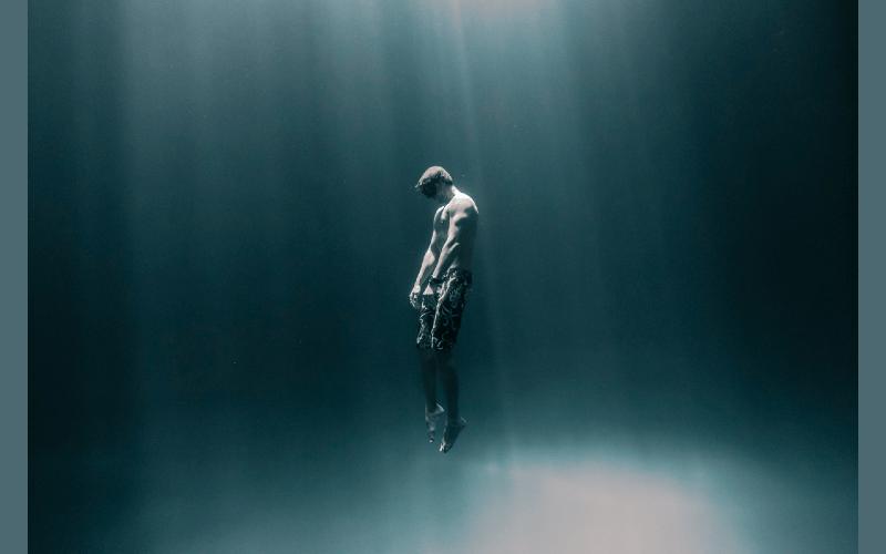 Freediver-Meditation-Introspection-Destination-Deluxe