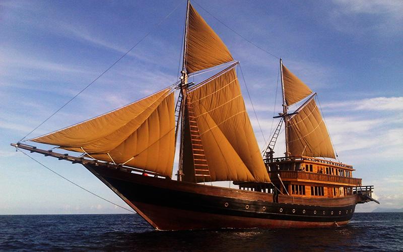 Alila Purnama Yacht Charter Indonesia - Destination Deluxe